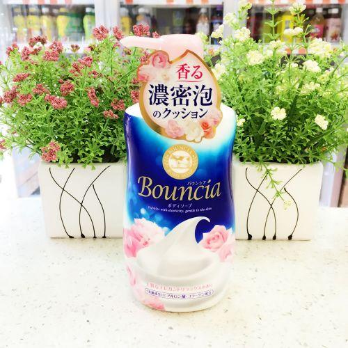 日本COW牛乳石碱沐浴露绵密550ML保湿滋润洁净美白软化角质