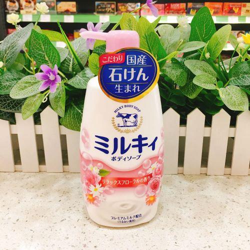 日本COW牛牌牛乳石碱保湿沐浴露550ml(花香味)